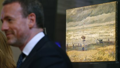 Image: Stolen Van Gogh paintings return to museum