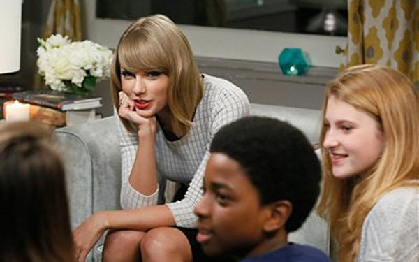 Taylor Swift wants you to read